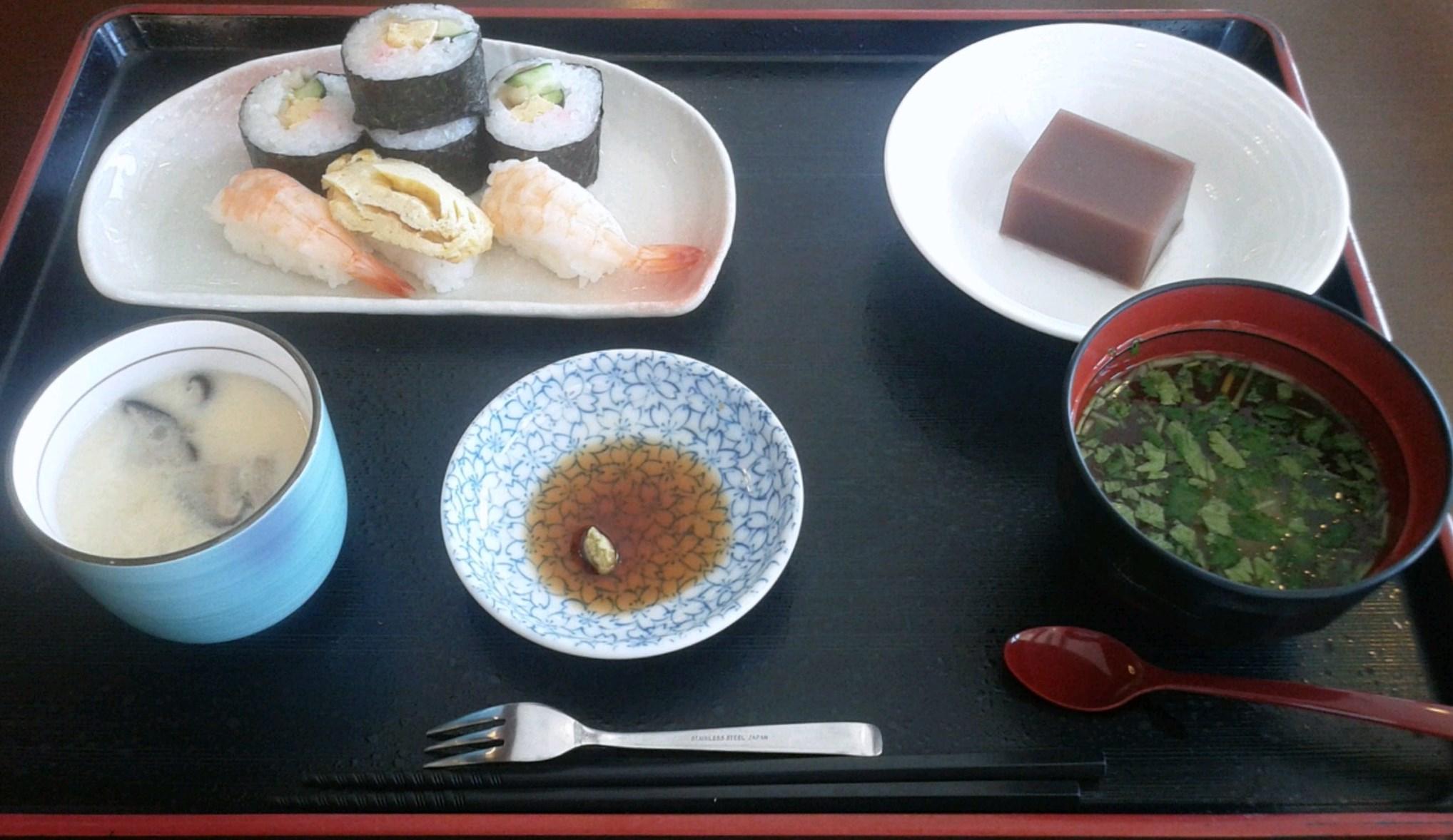 今日の昼食は…『お寿司』でした!